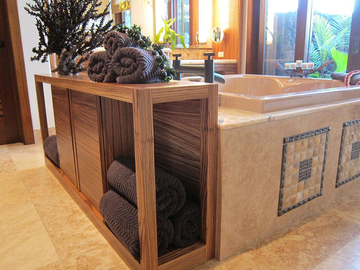 Tropical Style Master Bathroom, Hawaii. Gayle Lee Design
