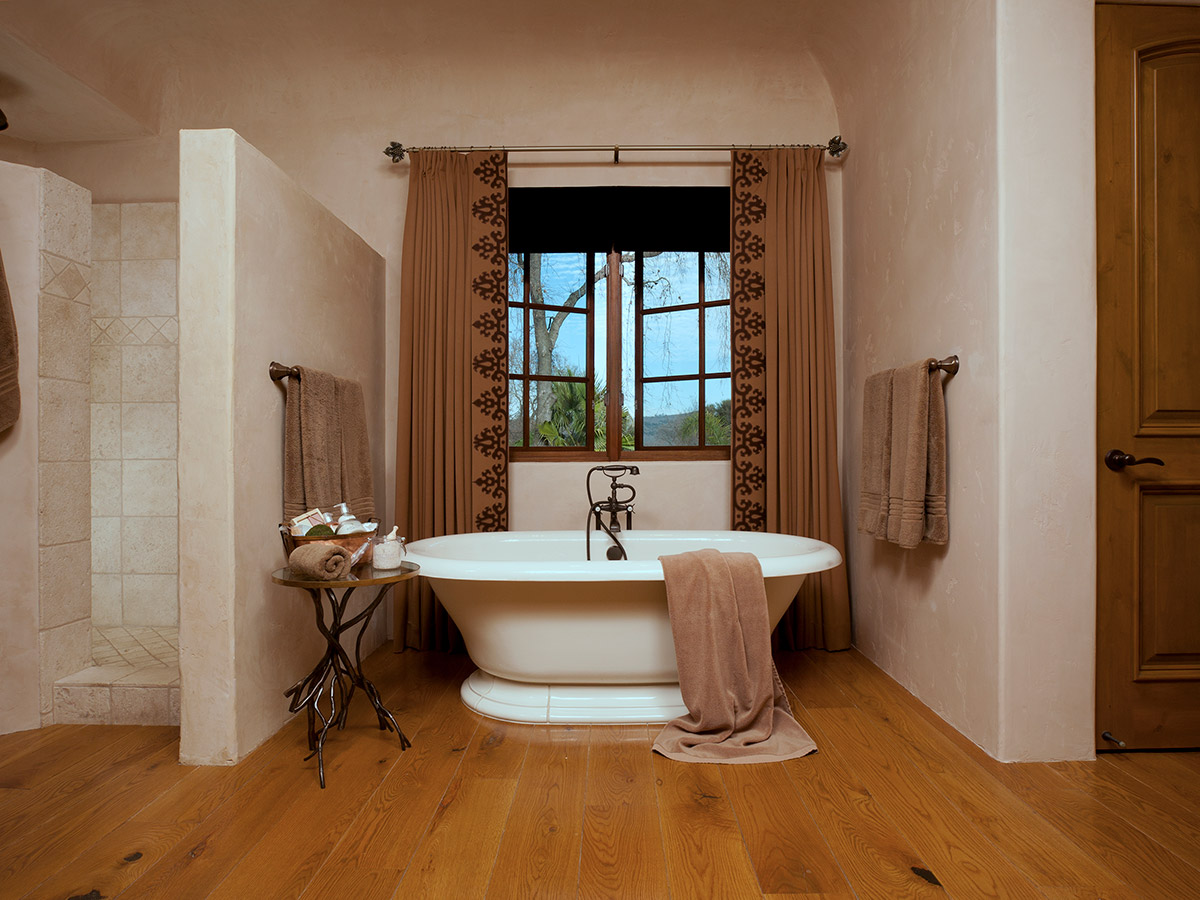 French Chateaux Style Bathtub Design